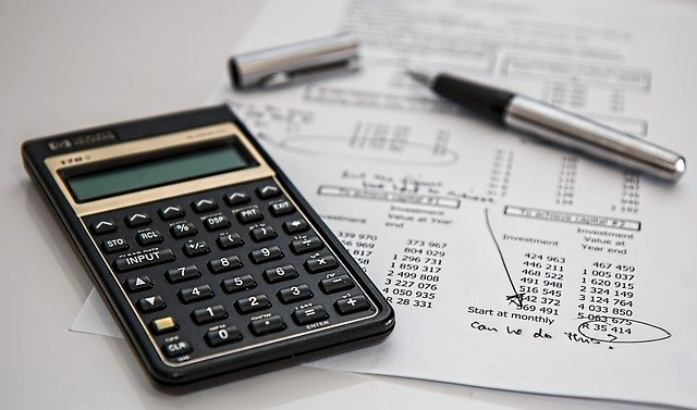 Steuern errechnen mit Taschenrechner